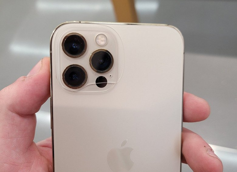 IPhone 12 Pro back panel may crack without impact