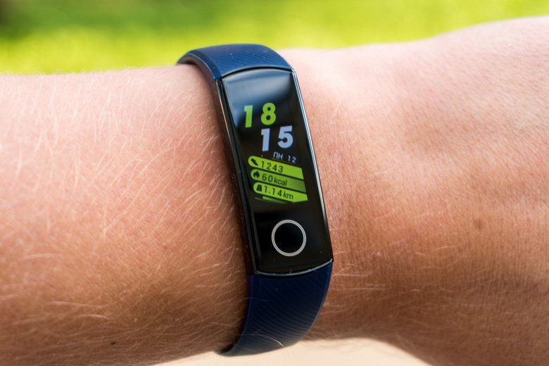 Honor Band 6 - the first bracelet with a frameless screen