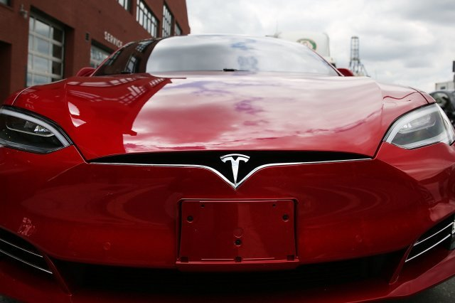 Autopilot by subscription?  It will appear in Tesla electric vehicles in early 2021
